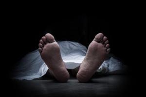 सहायक प्रअ आफ्नै आँगनमा मृत फेला